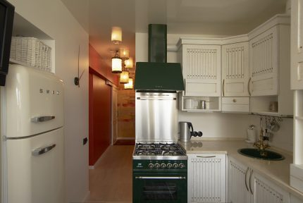 The original color scheme for the gas stove