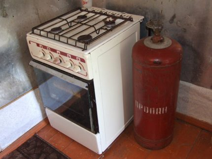 The stove is connected to a gas cylinder