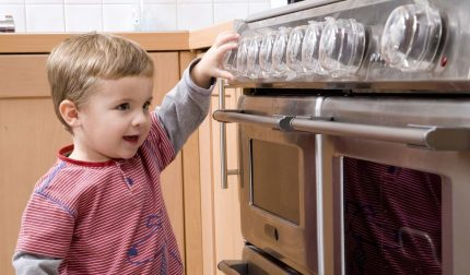 Protecting the gas stove from children