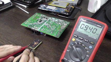 Réparation de la carte électronique d'une chaudière à gaz Ferroli