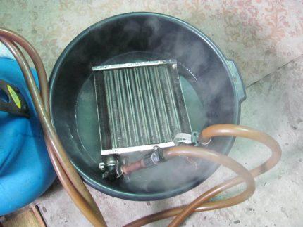 Rinçage de l'échangeur de chaleur dans une solution chimique