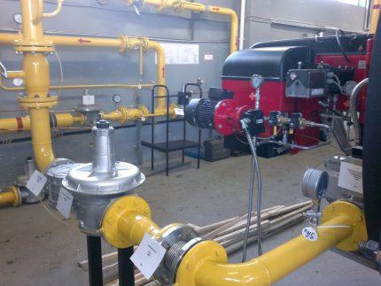 Un exemple d'installation KTZ de type bride sur des équipements industriels