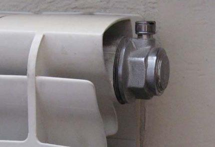 Radiator tap for airing