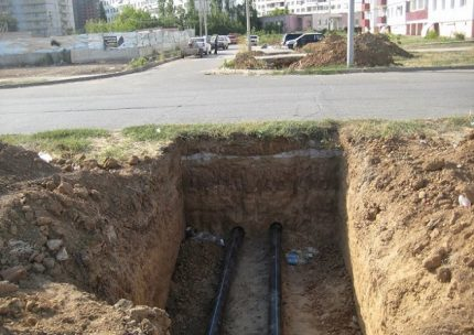 Pipe laying in the city