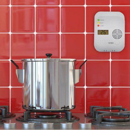Dujų nuotėkio detektorius virtuvėje