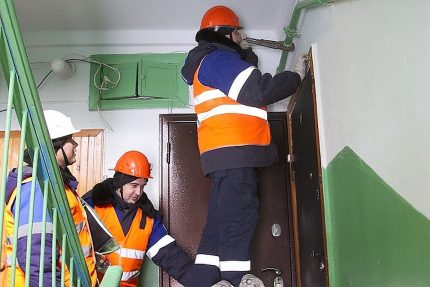 Gorgaz employees at the entrance