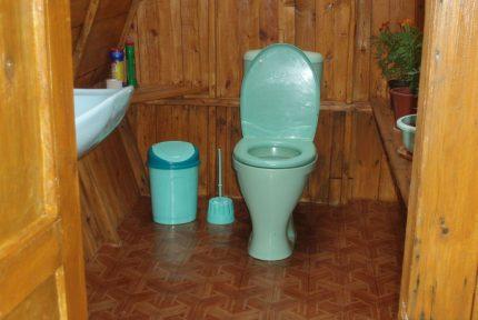 Toilette avec égout