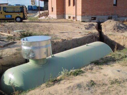 Gas holder for autonomous gas supply