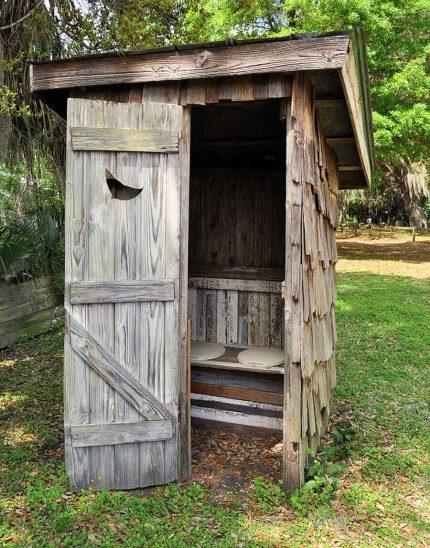 Toilette rustique