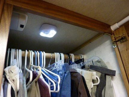 Dressing room air control device