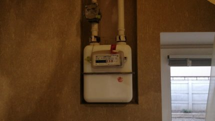 Gas meter in the hallway