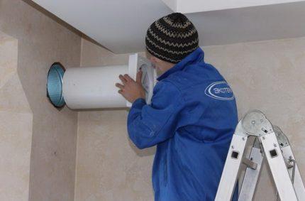 Montage de la vanne de ventilation murale
