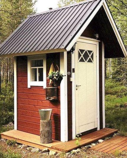Fenêtre d'une toilette de campagne