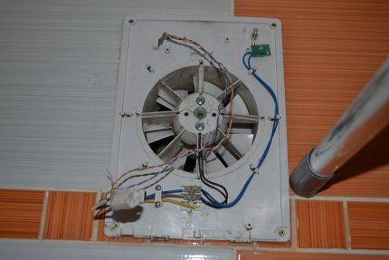 Installing an exhaust fan in the bathroom