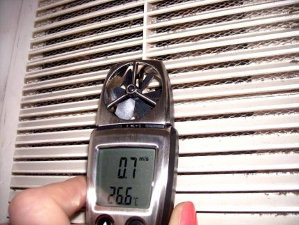 Checking the air flow rate with an anemometer