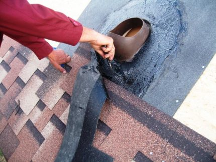 Sealing the passage element