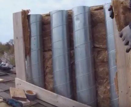 Isolation du conduit de ventilation avec de la laine minérale