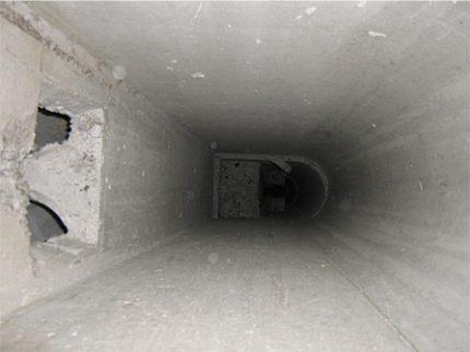 Conduit de ventilation de la maison