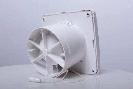 Izplūdes ventilators ventilācijai