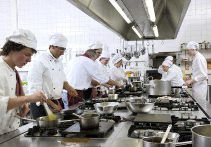 Pavāri darbā