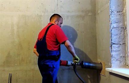 Wall drilling tool