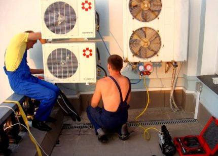 Service center masters repair a split system