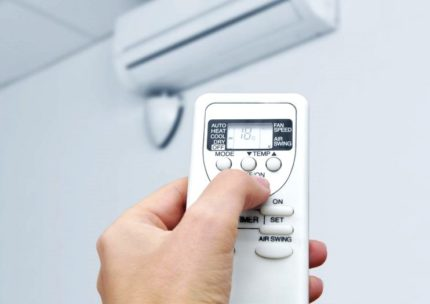 Turning on the air conditioner with the remote control