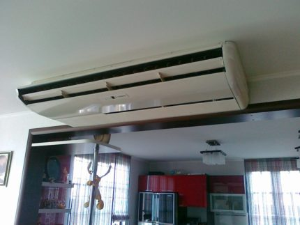 Ceiling household air conditioner