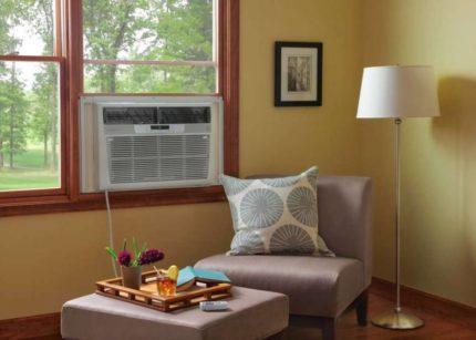 Monoblock window in a small room