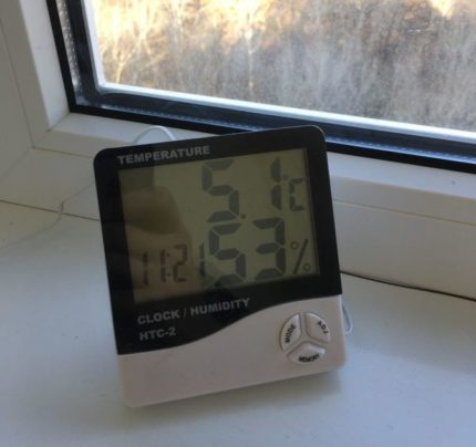 Electronic hygrometer on the window