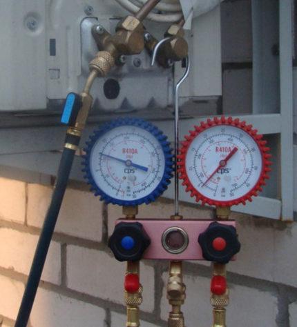 Air conditioner pressure measurement