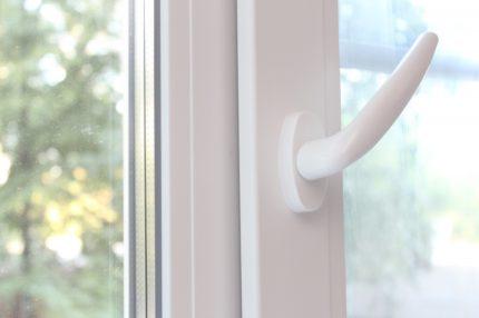 Micro-ventilation mode on PVC windows
