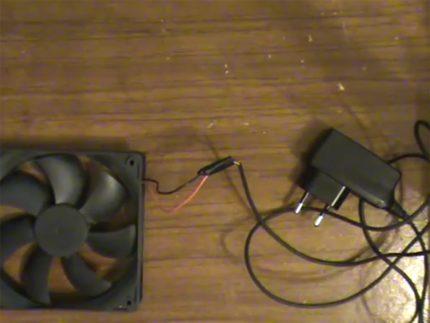 Dzesētāja un 12 voltu barošanas avota savienojums