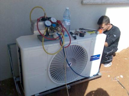 Evacuation of the air conditioner
