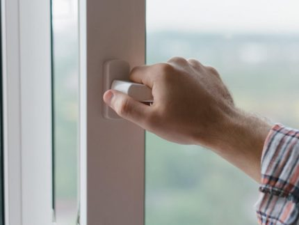 Closing windows before starting the air conditioner