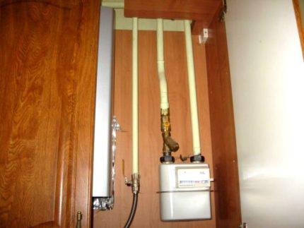 Compteur de gaz et tuyaux déguisés