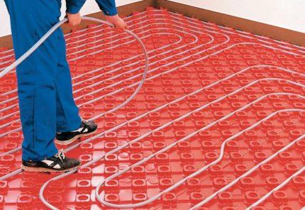 Montage sur tuyau sur tapis isolant thermique
