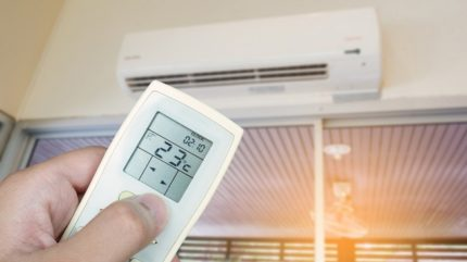 Turning on the air conditioner using the remote control