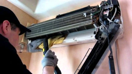 Air conditioning cleaning and maintenance