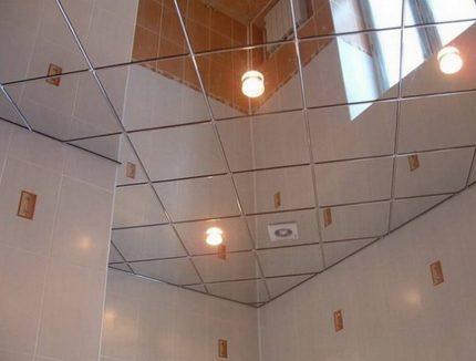 Plafond cassette dans la salle de bain
