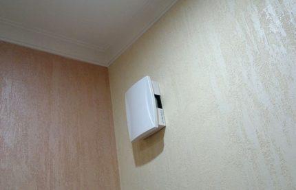 Cloche électrique sur le mur
